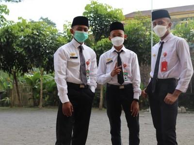 Petugas Penyambutan 1